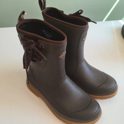 Unisex Muck Boots (pull on) Size 5